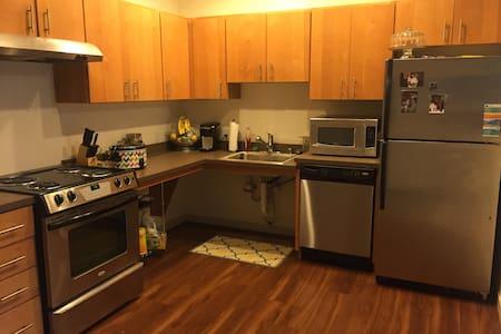 Large, clean studio apartment - Tacoma