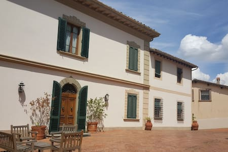 Staying in TuscanVilla: Room with private bathroom - San Miniato - Vila