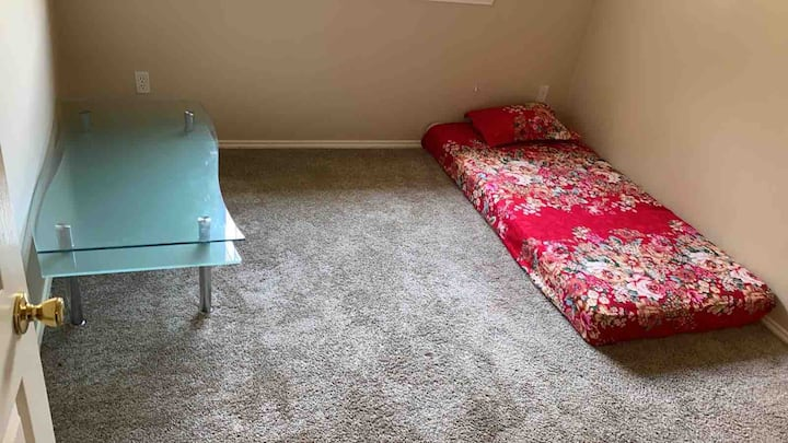 Separate room with Single size mattress no bed