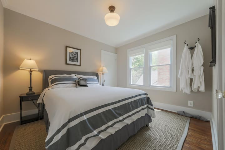 Charming Grosse Pointe Flat in the Village #2