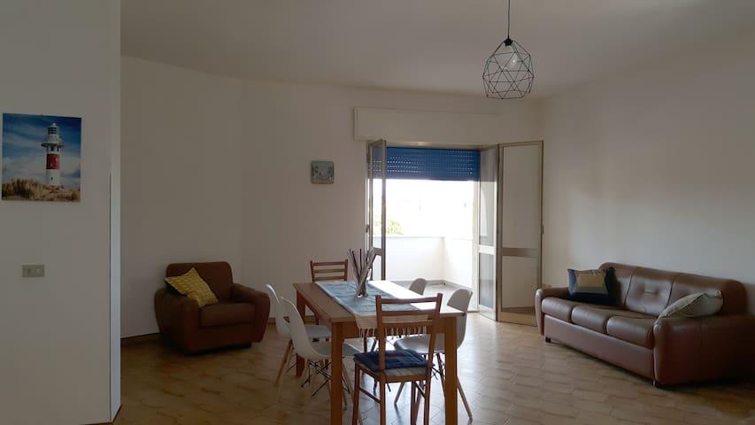 Apartment in villa 100m from the sea