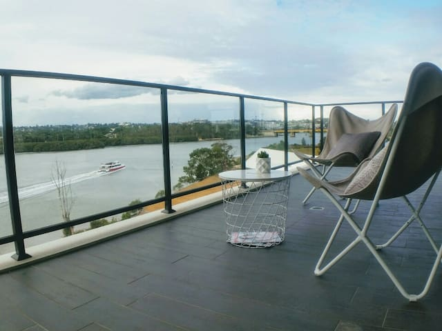 180 DEGREE WATER VIEW BRAND NEW LUXURY 4BED
