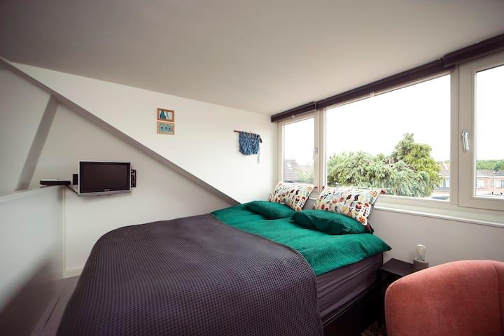 Kingsize bed met onderlades 160x200 cm