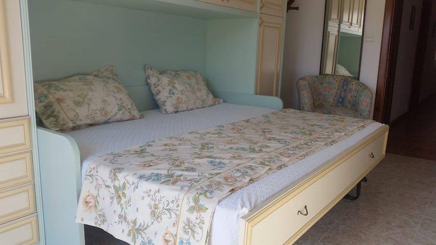 Beautiful double bedroom at seafront - Ix-Xgħajra - Apartemen