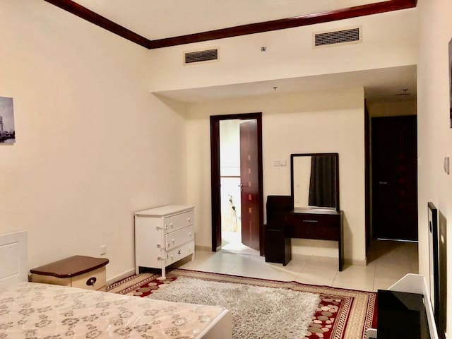Executive F.Furnished Master Room Close to Mall