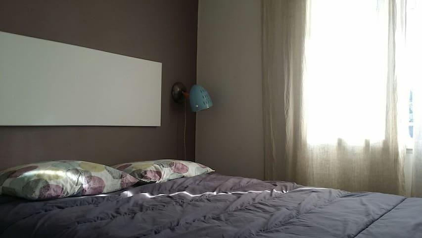 chambre 1 : lit en 160 avec matelas à mémoire de forme pour une nuit sans courbature... ça c est des vacances...