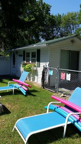 Poolside Cottage for 2