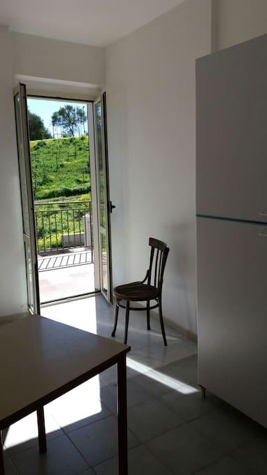 ulteriore stanza con accesso al balcone, secondo piano