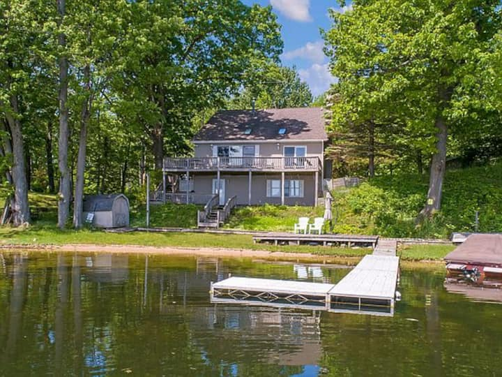 Lost Lake Cottage - for Families and Fishermen!
