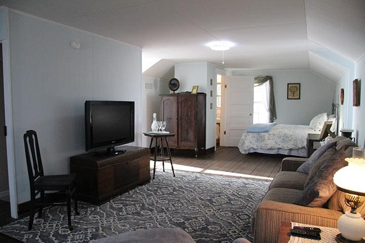 The Riverboat Bed & Breakfast- The Serio Suite