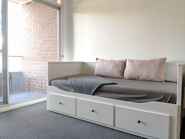 One bedroom unit, art studio nook 'Sakura Cottage'
