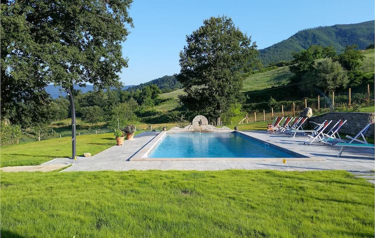 Semi-Detached with 9 bedrooms on 400m² in Pieve Santo Stefano