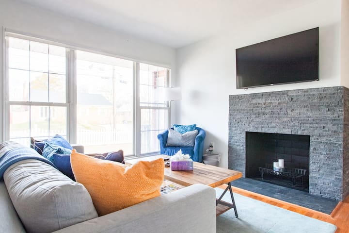CHARMING UPDATED RAMBLER ✶✶ 7-MIN WALK TO FOREST GLEN METRO ✶✶ 5-MIN WALK TO HOLY CROSS HOSPITAL