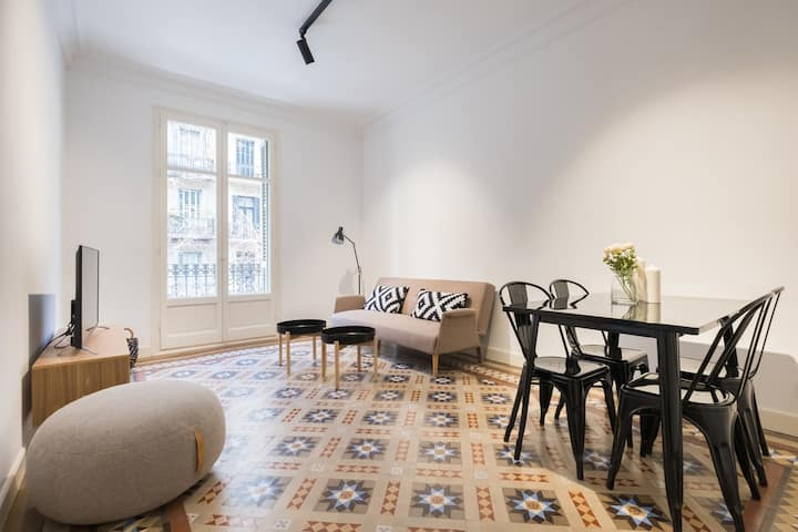 MODERNISM AND LUXURY IN THE HEART OF THE CITY
