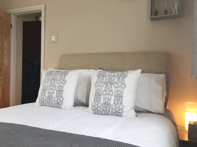 Lockable Double Bedroom with twin aspect windows & tea/coffee making facilities