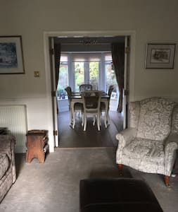 Beautiful Spacious home in Wilmslow town Centre - Wilmslow - Hus