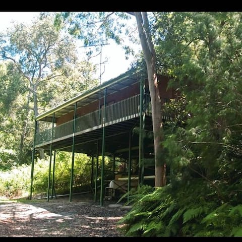 Quirky bushhouse, unique private room in bushland