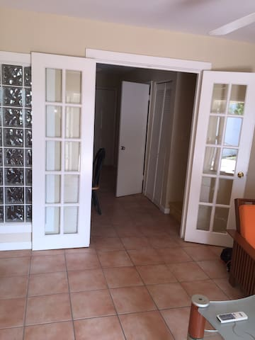 Entrance from living room to kitchen