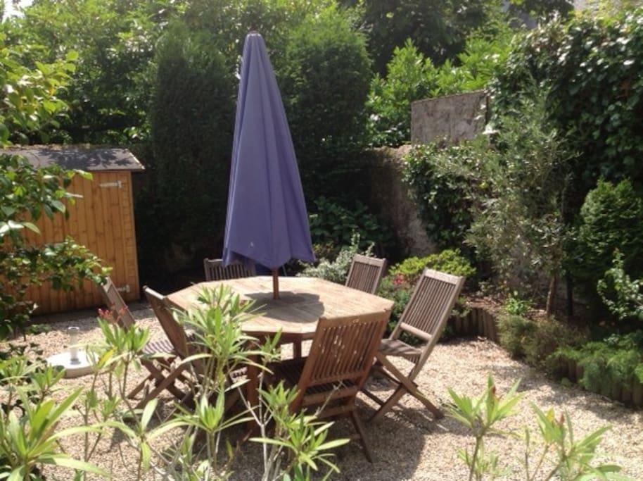 Jardin très abrité sans vis à vis plein sud
