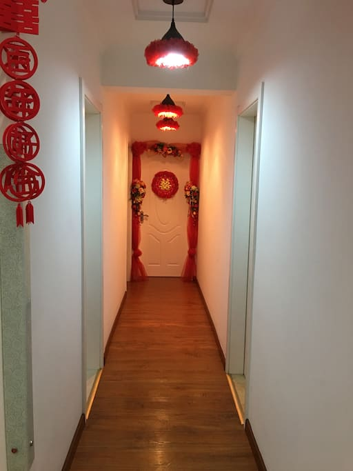 走廊红色霓虹
