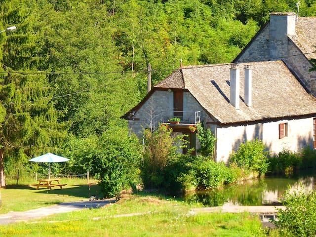 Maison de campagne (ancien moulin) - Montsalvy - Ev