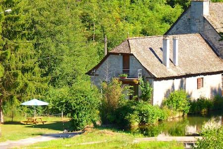 Maison de campagne (ancien moulin) - Montsalvy