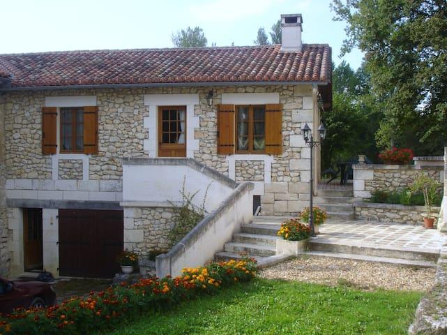 Ancien moulin rénové - Léguillac-de-Cercles - Rumah