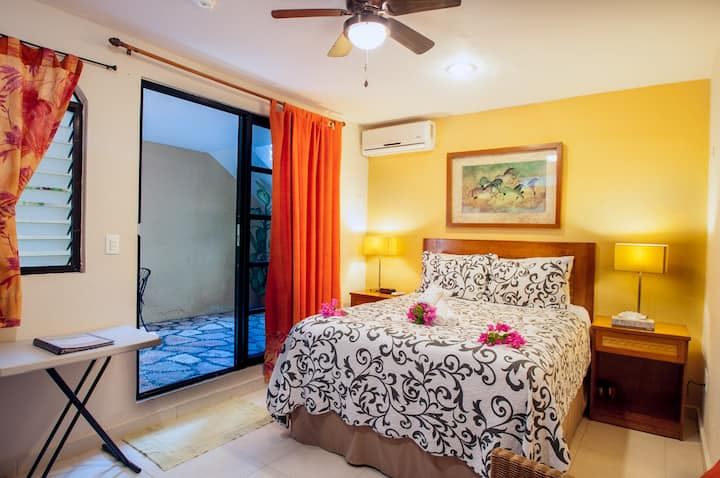 Abbey Del Sol #12,Hotel Style Room near the beach.