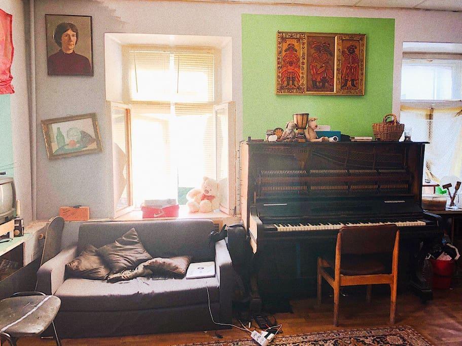 Фортепиано для гостей