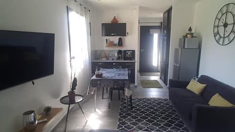 Mini studio neuf & calme entre ville et campagne