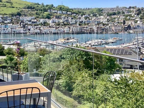 Penthouse with stunning views of the River Dart.