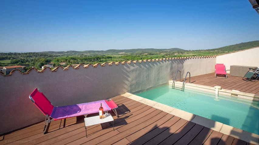 Roof terrace and pool with views of the Black Mountains and Corbières Hills.