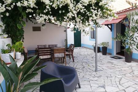 Casa Ferry Holiday House Lisbon 15min & Beach 8min
