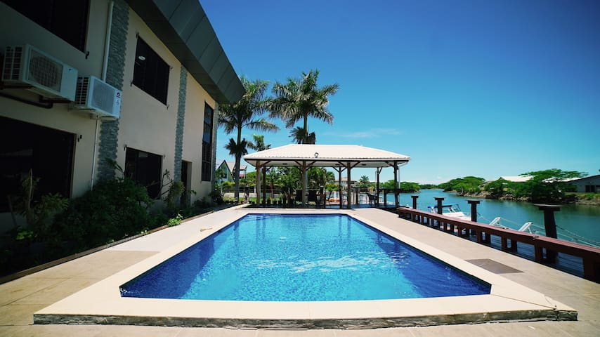 Waterfront 3 Bedroom Apartment - Pool and Jetty