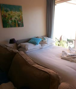 large room ,double and sinlgle beds sleeps 4) - Hornchurch - Casa
