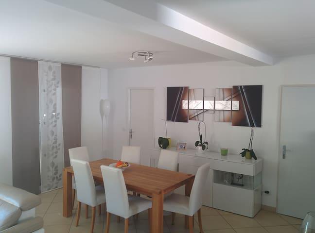 Jolie chambre+sdb indépendante dans villa calme - Cuers