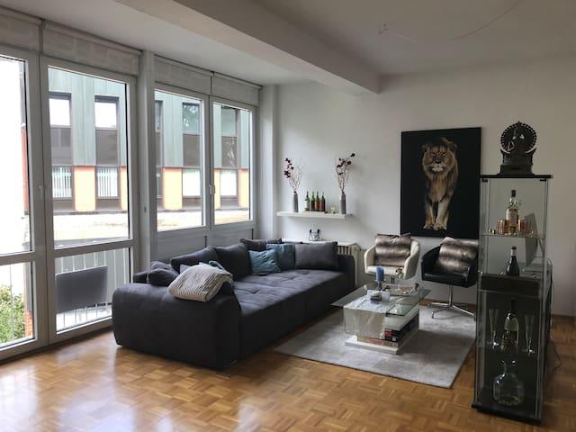 central & unique studio for business people/couple