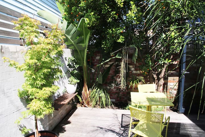 Modern 1BR gem in ideal location - Albert Park - House