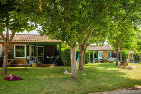 Clean and comfy Eden Chalet on a 4 star Campsite