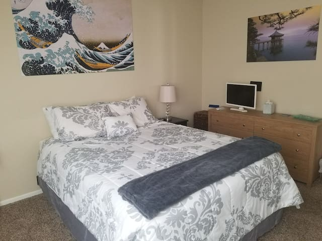 Private room upscale location skiing&conventions