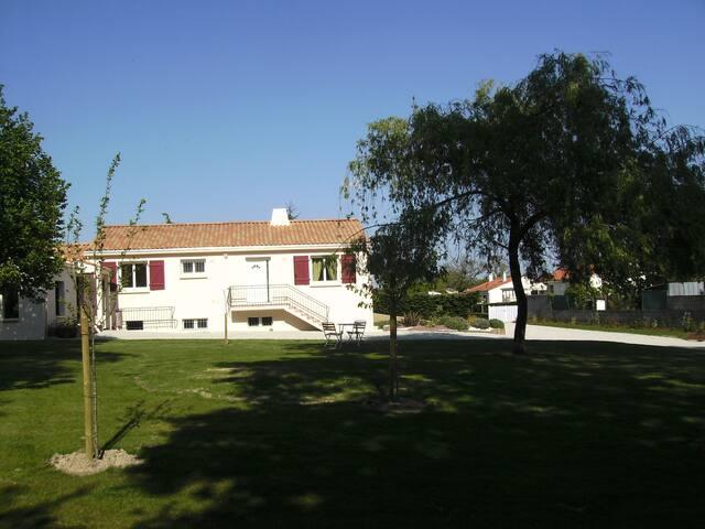 Chambre d'hôtes - La Chaize-le-Vicomte - Huoneisto