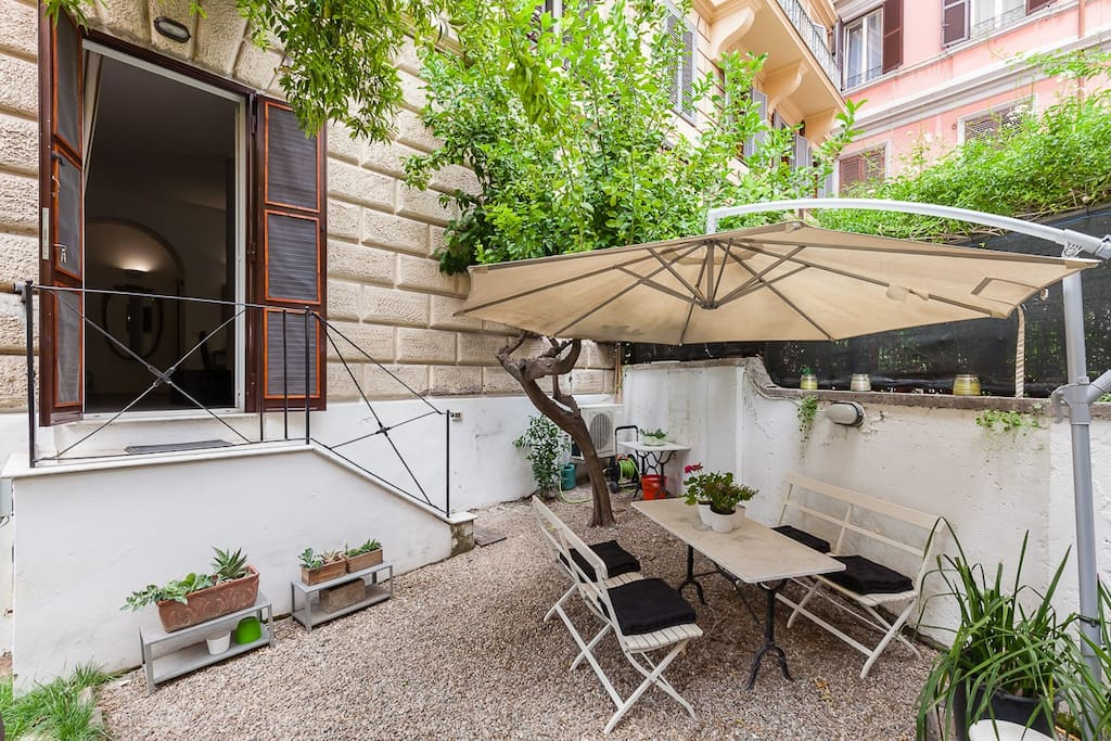 Apartment with garden in the heart of Rome.