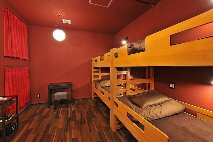 JR NAMBA STA. 3min WALK! 4ppl PRIVATE ROOM/4B