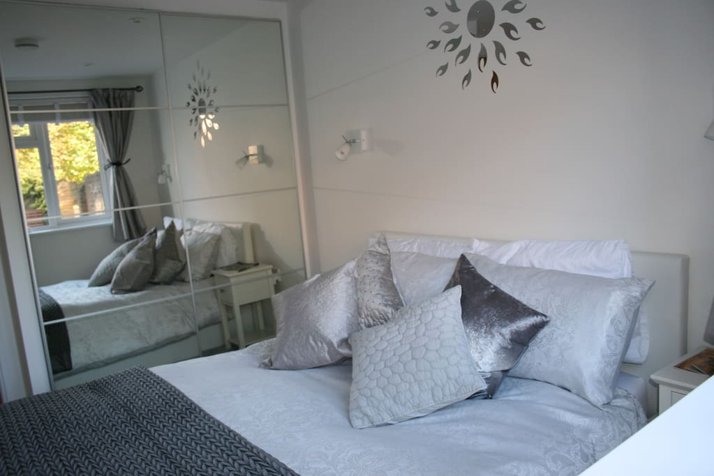 Relax and enjoy your break in Winchester in a peaceful bedroom suite.