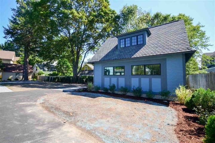 Luxury Carriage House by PEA campus and Exeter Inn