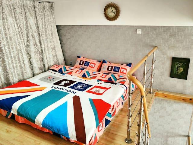 奥体中心复式loft时尚双床房