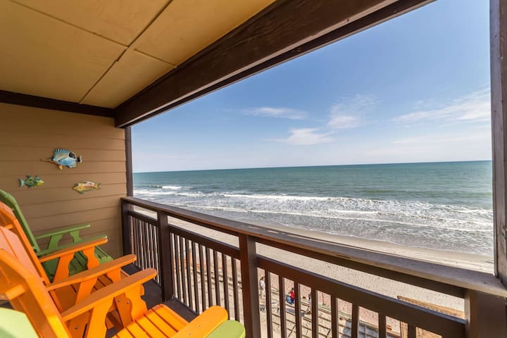 Right on the Beach! Oceanfront Three Bedroom, Family Friendly Rates, Small Building with Elevator - 머렐스 인렛(Murrells Inlet) - 아파트(콘도미니엄)