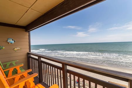 Right on the Beach! Oceanfront Three Bedroom, Family Friendly Rates, Small Building with Elevator - 默雷尔斯因莱特(Murrells Inlet) - 公寓