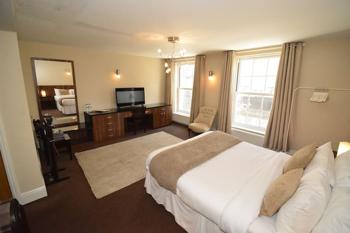 Large Suite in City Centre Aparthotel