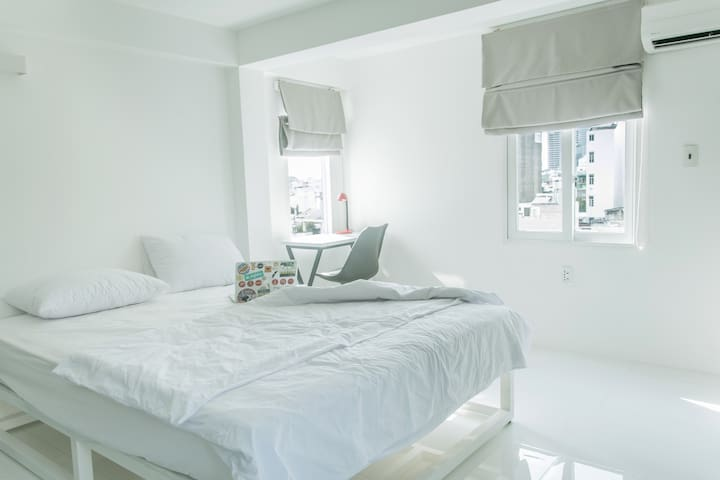 Very bright modern room with beautiful views - Hô-Chi-Minh-Ville - Bed & Breakfast